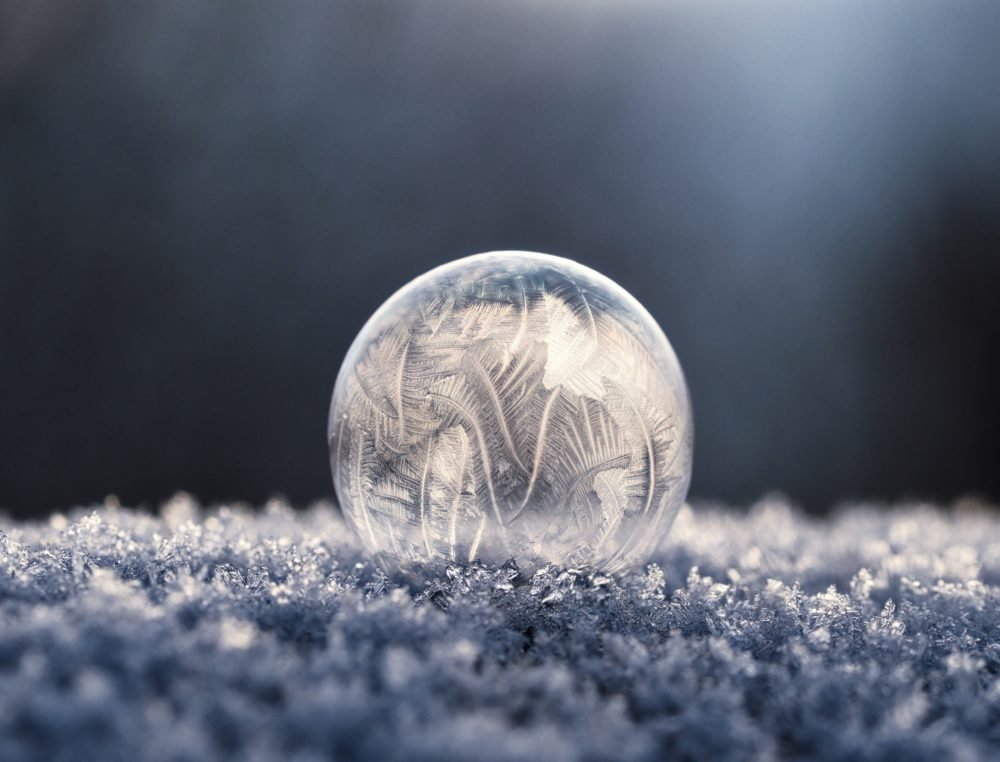 Frozen bubble on ice crystals